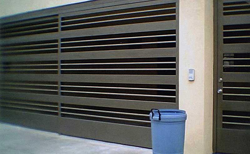 Herreria metalicos portones monterrey puertas for Modelos de portones metalicos para casas
